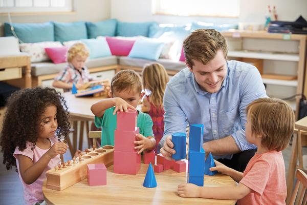 Maico-Altena-bambini-scuola